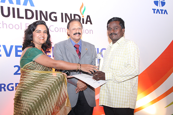 National winners of Tata Building India School Essay Competition meet the President of India